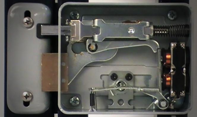 Fonctionnement d 39 une serrure lectrique pour acc s pi tons - Comment installer une serrure de porte ...