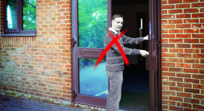Syst me d 39 ouverture de porte distance g che lectrique for Ouvrir une porte blindee