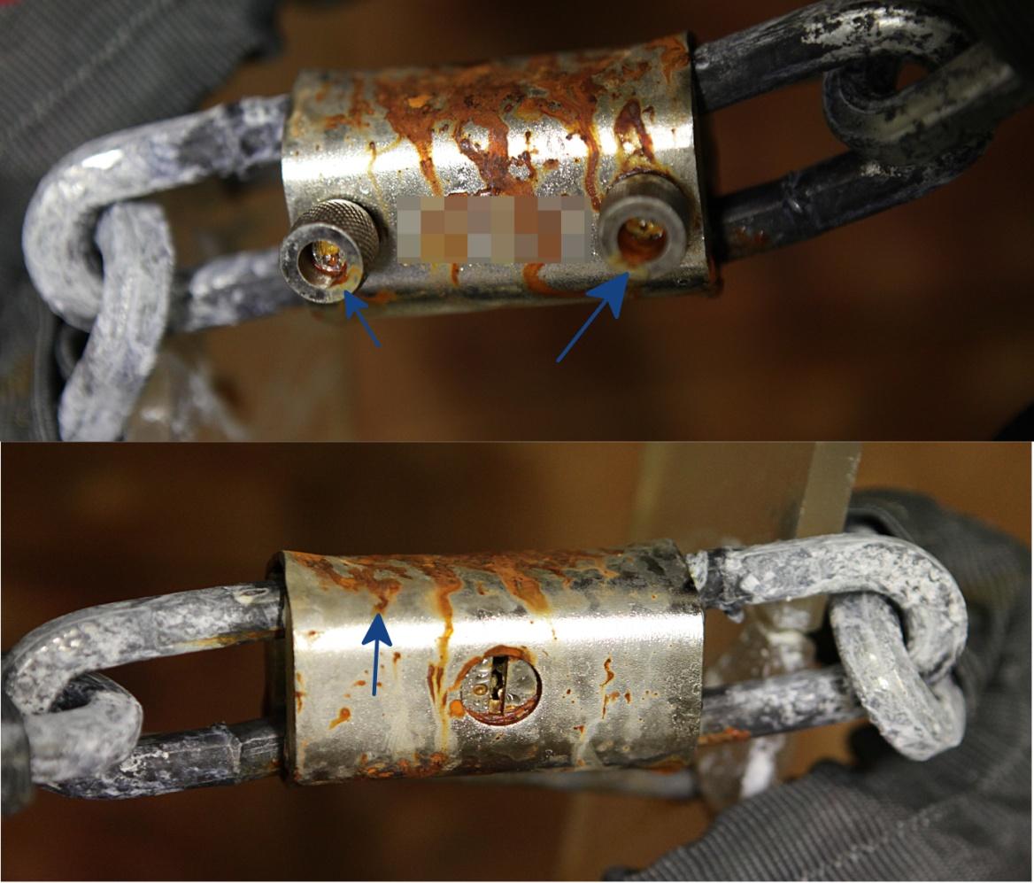 Dans la copie, on observe en revanche plusieurs zones qui sont fortement attaquées par la corrosion, en particulier sur les poignées des axes de verrouillage et sur le blindage.
