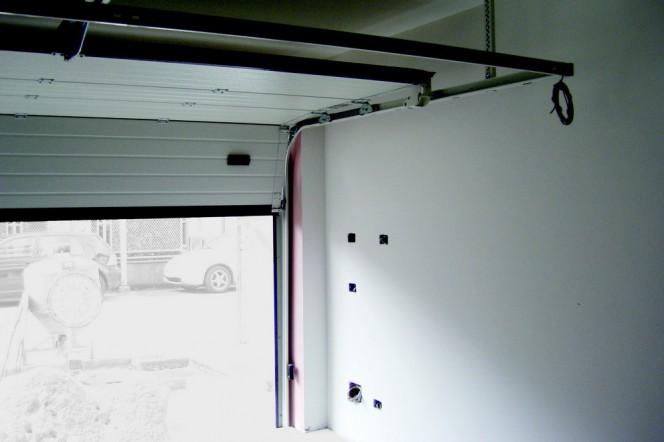 Portes de garage motoris es pourquoi ont elles besoin d for Qu est ce qu une porte de garage sectionnelle